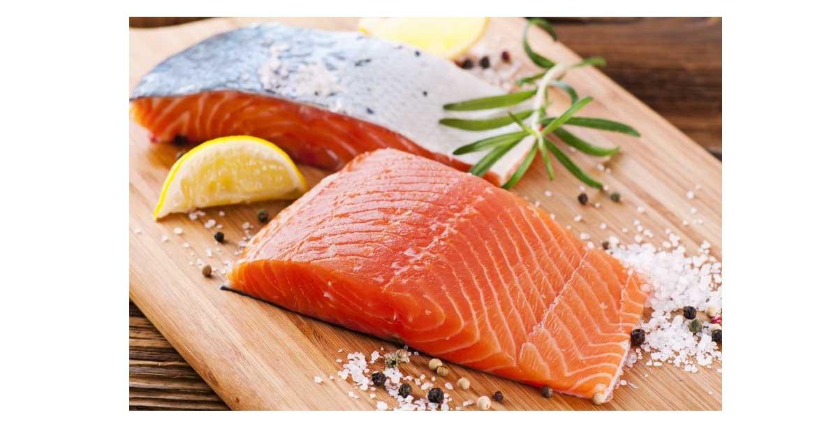 Ikan seperti salmon, tuna , talapia dan keli kaya dengan sumber asid lemak omega 3 yang diperlukan oleh badan . Mengikut kajian , akak perlu makan sekurang-kurangnya dua kali seminggu yang boleh membantu mengimbangi ratio omega 3 dan omega 6 di dalam badan.