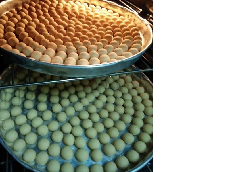 Wow guna 4 bahan je untuk resepi biskut arab ni.Memang mudah sangat tapi rasa dia best.Sesuai untuk masuk dalam koleksi biskut raya nanti.Sangat sedap