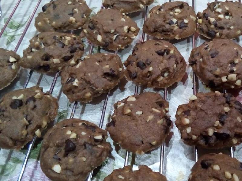 Dari jauh dah wangi semerbak bila bakar biskut raya ni. Kami beri lengkap resepi biskut famous amos untuk anda cuba buat di bulan puasa nanti. Bestnya.