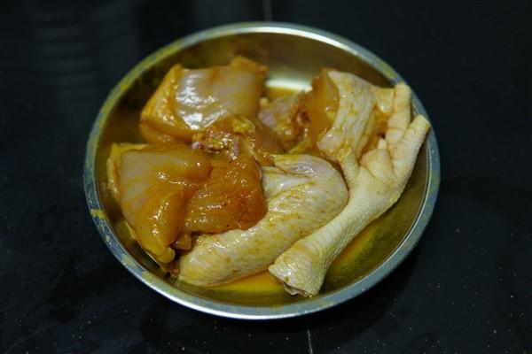 Sedapnya ayam masak halia kan.Makan pulak dengan nasi putih berserta ulam dan sambal belacan.Paling best guna hirisan halia muda.Selamat mencuba tau.