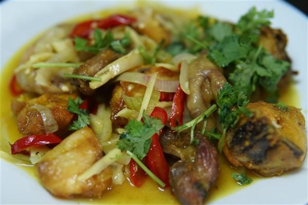 Sedapnya resepi ayam masak halia kan.Makan pulak dengan nasi putih berserta ulam dan sambal belacan.Paling best guna hirisan halia muda.Selamat mencuba tau.