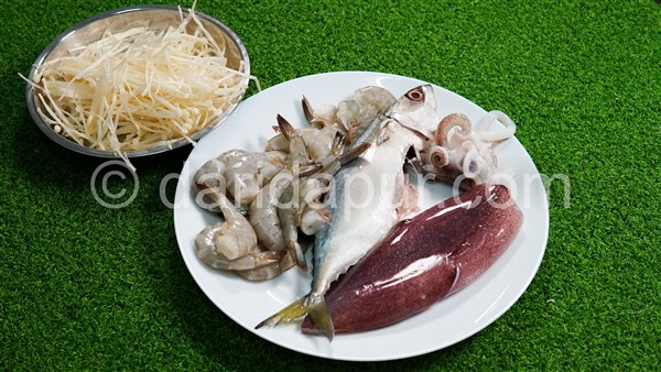 Dah tak perlu ke Terengganu dah, buat sendiri ikan celup tepung anda tapi dapat hasil yang sangat memuaskan hati. Rangup, tak lekat minyak.Sedapnya kan.