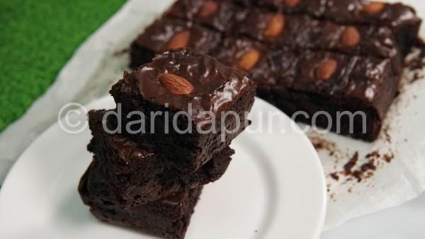 Teringin nak makan brownies kedut? Jom cuba buat resepi brownies yang sangat senang dan mudah ni.Kami berikan lengkap video brownies dari a- z untuk anda cuba di rumah.Memang best tau brownies kedut ni