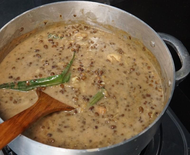 Sekarang musim durian kan, apa kata cuba resepi bubur kacang hijau yang sedap ni.Makan lak bubur kacang dengan roti,sedapnya.Lebihan baki bubur kacang pula jadikan sebagai aiskrim.Selamat mencuba.