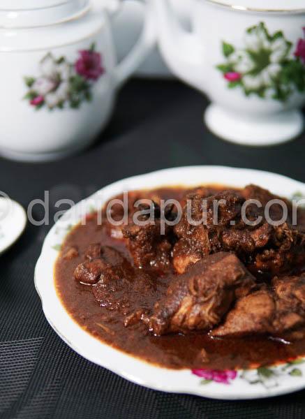 Apa kata cuba resepi kerutuk ayam ori Kelantan.Kami juga gunakan rempah kerutuk yang hanya dijual di atas Pasar Siti Khadijah Kelantan untuk masakan kerutuk ayam kali ini.Bukan hanya ayam,tapi udang,daging dan juga hati lembu boleh dibuat kerutuk tau.