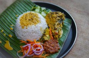 Sedapnya resepi ikan tongkol masak gulai kuning macam ni.Sebiji sama dengan nasi berlauk ikan tongkol yang dijual apda waktu pagi di sana. Selamat mencuba bersama tips-tips untuk hilangkan hanyir ikan tongkol