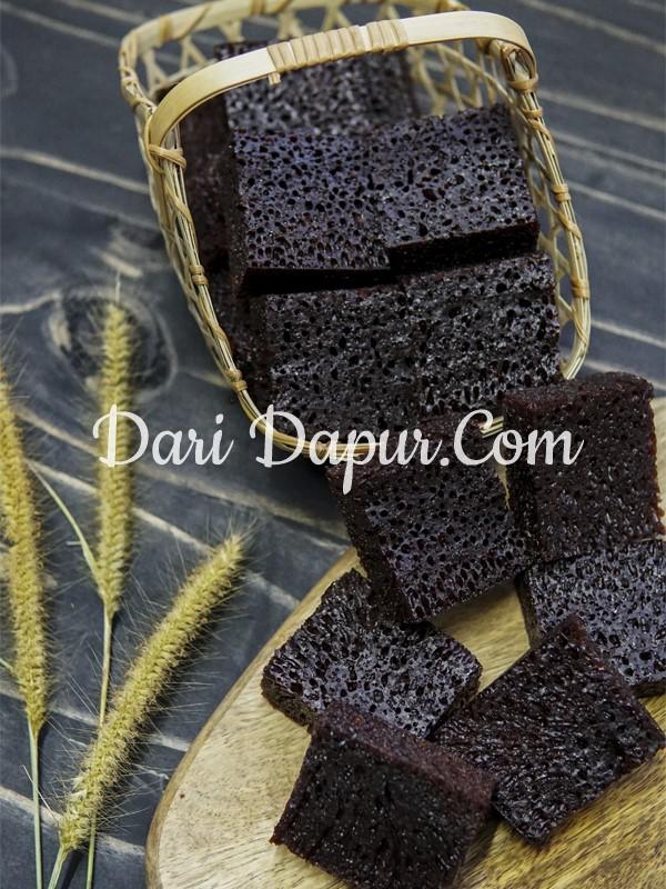 Untuk elakkan resepi kek sarang semut menjadi pahit,gula hendaklah diperangkan atau dihanguskan dengan api yang kecil untuk elakkan kek menjadi pahit.