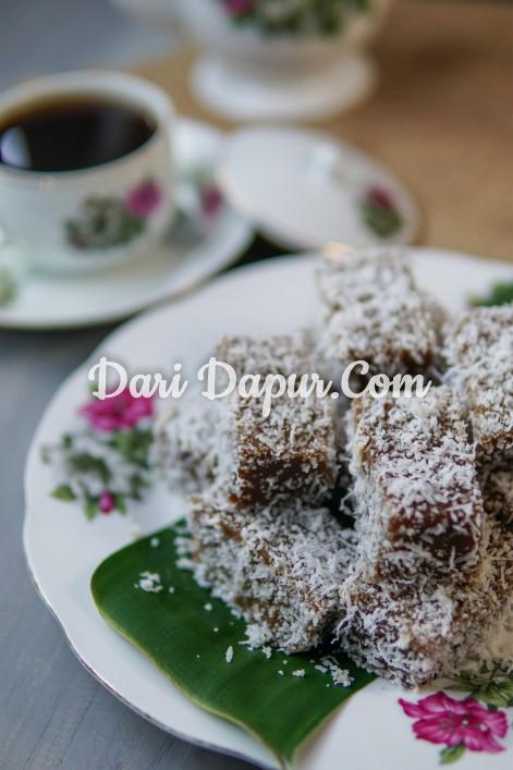 Bagi penggemar kuih kaswi,memang kena cuba resepi kaswi yang ini.Rasanya yang lembut dan bergoyang , disalut pula dengan kelapa muda memang membuka selera.Yang bestnya, bila dah sejuk tetap lembut kuih kaswi ni.