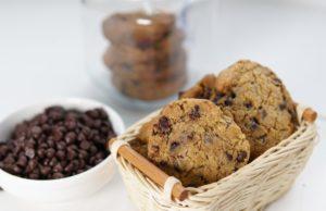 Salah satu pilihan untuk biskut raya anda tahun ini, apa kata cuba resepi biskut coklat chip yang rangup tapi coklatnya cair di dalam mulut. Tidak memerlukan pengisar tangan,hanya gunakan spatula dah boleh buat biskut coklat chip ini.