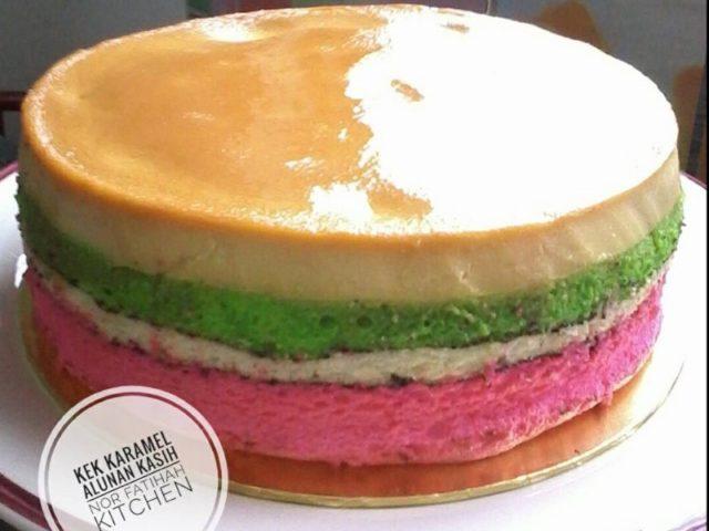 Untuk kek karamel pelangi ini, bahagian atas menggunakan puding gula hangus dan lapisan bawah bukan kek coklat tapi kek pelangi.Jom buat dengan berpandukan resepi penuh kek karamel ini.