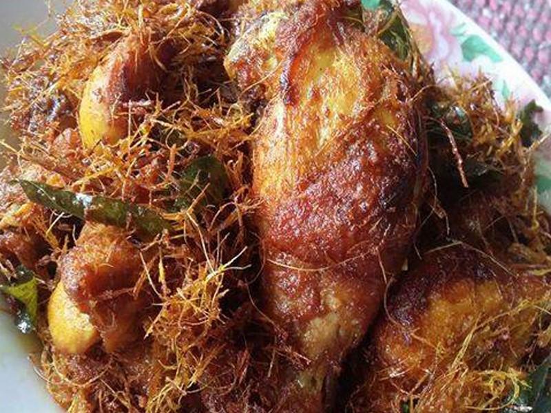 Resepi ayam berempah ni sedap kan makan dengan nasi putih dan kuah kari.Dengan isi yang lembut dan berjus memang tetap lembut walau ketika sejuk.Jom buat ayam goreng berempah lepas tu simpan dalam peti baki perapan.