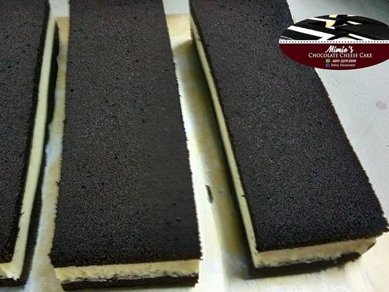 Sebut sahaja resepi kek coklat cheese,terus terbayang dalam kepala kelazatan rasa kek coklat dengan lapisan cheese di tengah-tengah kek yang dikukus sempurna.