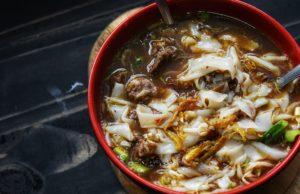 Sedapnya kalau makan mee celup atau bihun celup kan. Lain rasa dia dengan mee sup. Jom cuba buat resepi mee celup thai yang best ni. Kena sekali memang terus nak hirup lagi kuahnya.