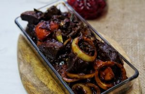 Untuk resepi limpa masak hitam ini, rebus sampai empuk dulu limpa baru masak hingga kering.Limpa juga boleh dibuat kerutuk limpa atau limpa masak air asam.best.