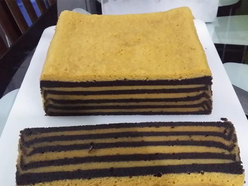 Tak tahu nak buat kek apa nanti raya,bolehla cuba resepi kek lapis kukus milo beserta horlicks ni.Memang cukup rasa coklatnya,cukup rasa lemak horlicknya.Tips tuk dapatkan kek lapis gebu,kurangkan penggunaan putih telurnya untuk kek kali ini ya.