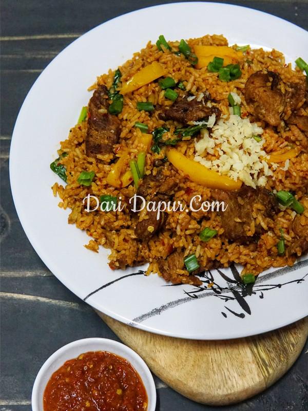 Terasa teringin nak makan nasi goreng di malam hari,apakata cuba resepi nasi goreng daging yang simple tapi power ni.Tips untuk dapatkan nasi goreng sedap, gunakan nasi yang dingin atau dimasak semalaman.Jadi berbiji sedap nasi gorengnya.