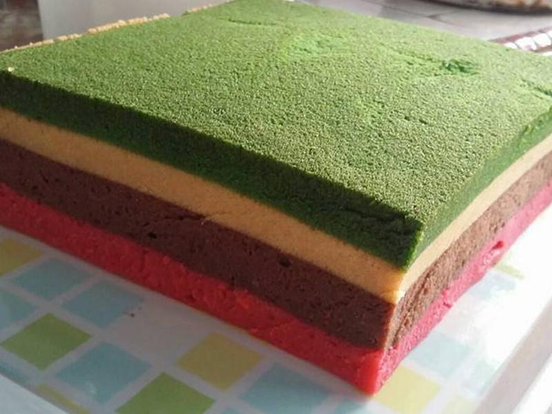 Sedapnya tengok kek kukus mudah ni.Semua bahan pun senang nak cari.Untuk lebih tips untuk hasilkan resepi kek kukus mudah yang betul dan memuaskan hati, boleh baca ya.Selamat mencuba .