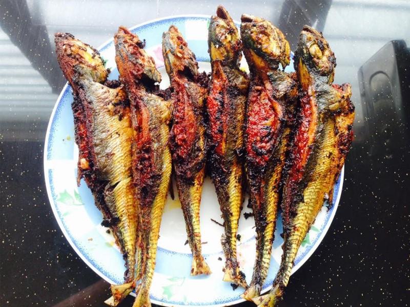 Guna ikan cencaru besar memang sedap untuk buat resepi ikan cencaru sumbat sambal ni.Balut pula dengan daun pisang lepas tu bakar atau goreng.Sedap.
