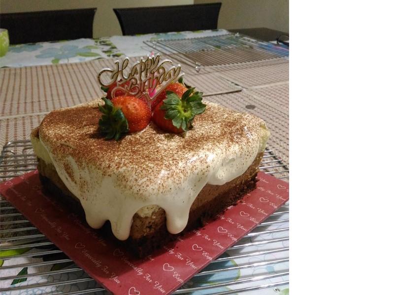 Sedapnya resepi kek tiramisu ni.Terasa dengan perasa cappucino dan lapisan cheese yang meresap masuk dalam kek span lembut.Makan sejuk best tiramisu ini.