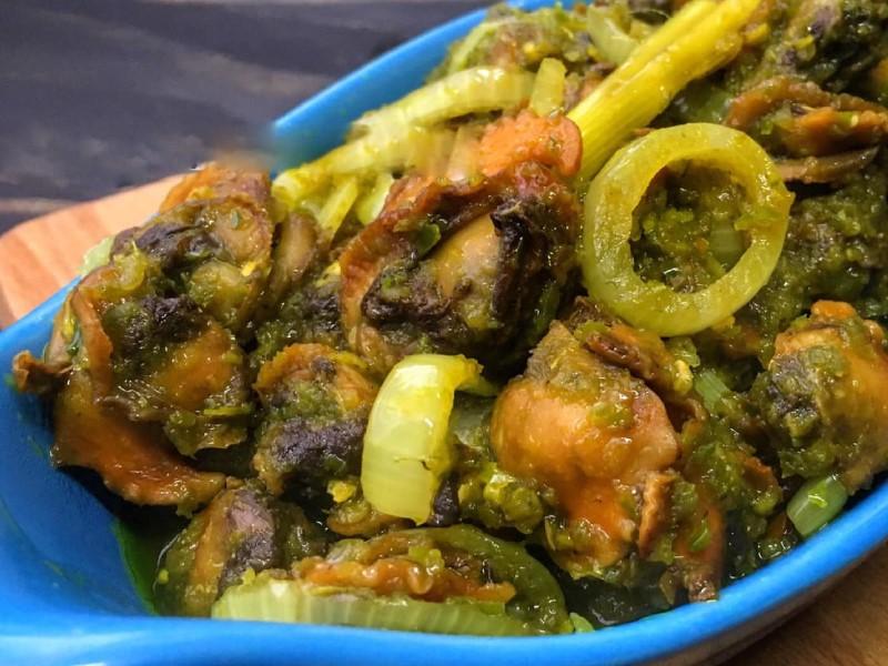 Kepada penggemar kerang, cubalah resepi kerang sambal hijau yang sangat sedap ni.Memang senang cara buatnya. Guna pula isi kerang yang besar, best.