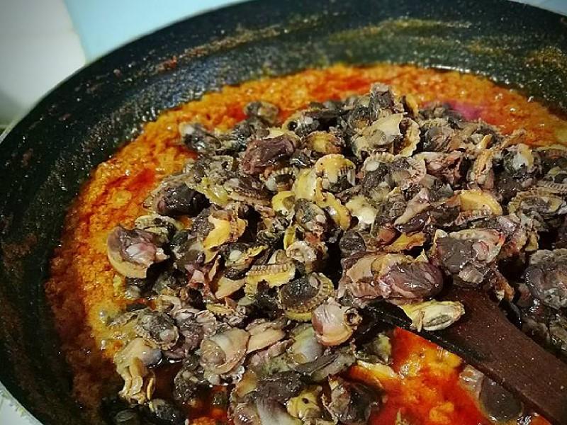 Nak hasilkan resepi rendang kerang yang betul-betul sedap ? Boleh ikut resepi kami beri ini. Memang best makan dengan nasi lemak atau cicah pulut ni kan.