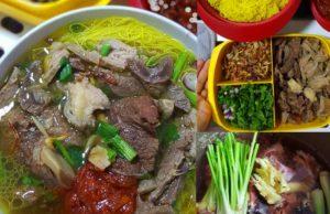 Ini baru betul resepi bihun sup utara yang memuaskan hati. Dengan bihun bewarna kuning, sambal cili bewarna merah memang buatkan cukup rasa , cukup sedapnya