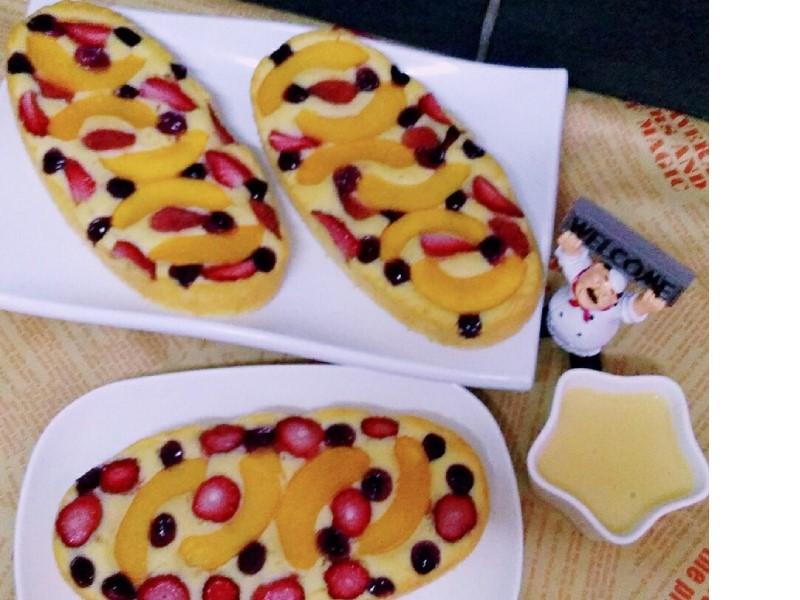 Sedapnya resepi pastry fruit cake ni bila makan bersama vanilla sos.Dengan resepi ni, kek lembut dan buah tak tenggelam.Vanilla sos pula tak pekat sangat