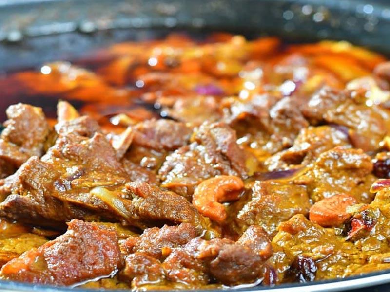 Resepi kuzi kambing ni sedap untuk buat makan dengan roti jala, roti canai atau nasi tomato,hujan panas.Kalau nak tukar kambing ke ayam pun boleh je.Best.