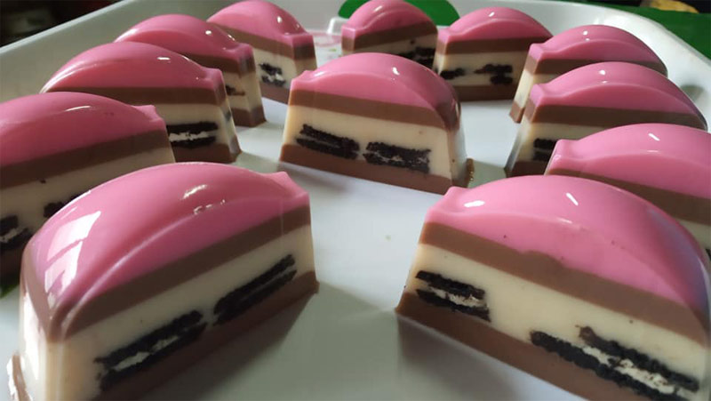 Bestnya resepi puding coklat oreo ni kalau makan waktu panas camni. Banyak rasa dalam satu puding.Sesuai sangat untuk sebarang majlis ni kan puding ni