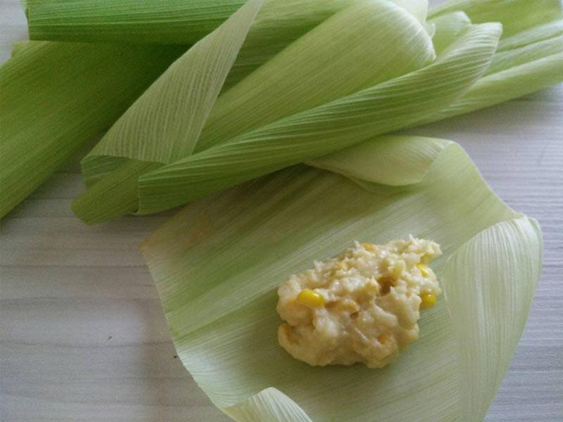 Buat resepi lepat jagung dengan cara kreatif. Lebih sedap guna kulit jagung sebab aroma dia kan. Guna pula jagung manis dari Cameron Highland. Terbaik