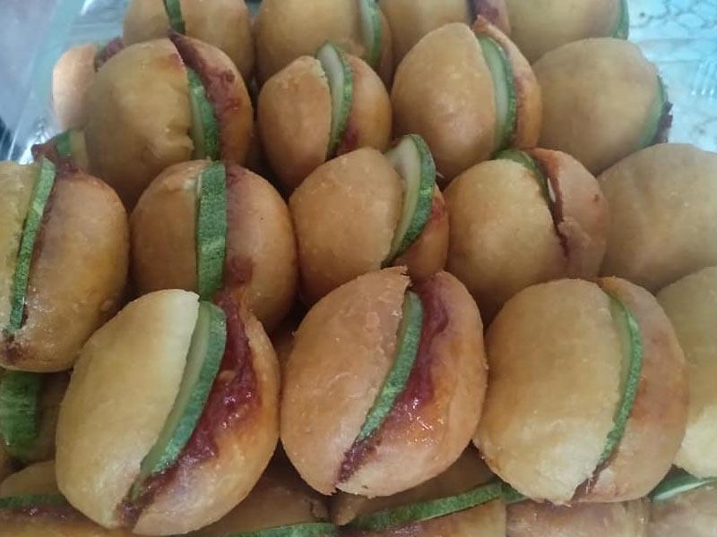 Kami kongsikan resepi pau sambal ni.Tengok pun dah tahu kan, memang gebu gebas sungguh.Montel cantik bulat-bulat. Diisi pula dengan sambal ikan bilis.sedap