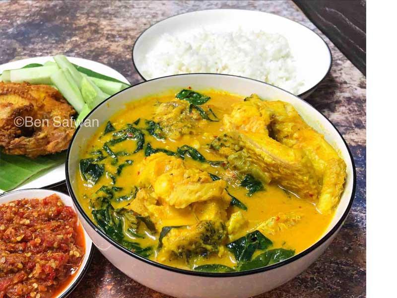 Masakan resepi ikan haruan ni sedap sangat bila campur dengan daun kaduk. Tapi boleh campur daun lain kalau tiada. Sedap makan dengan nasi putih ni dan ulam.