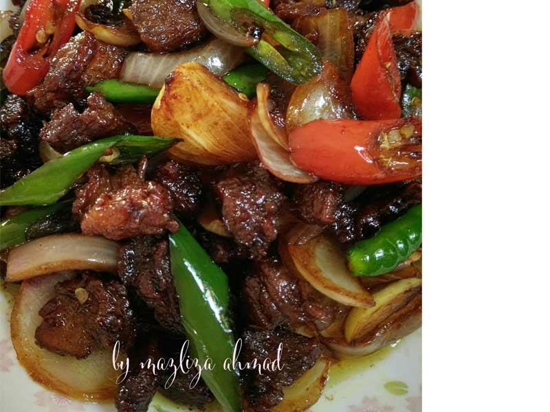 Resepi daging masak kicap 2 versi ini sesuai sangat untuk dijadikan sebagai menu lauk harian. Rasa daging yang lembut dan lemak manis kicap memang sedap. Cubalah