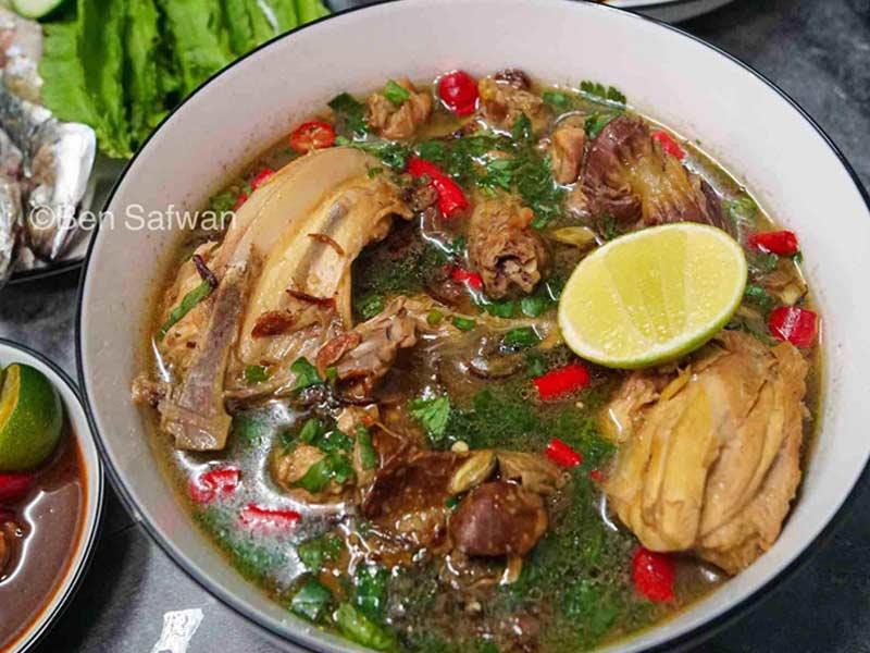 Puas hati buat dua resepi sup ayam ni. Boleh nak buat bila-bila ikut tekak nak makan apa. satu rasa sup pedas masam beraroma satu lagi pekat rasa rempah. Pilih