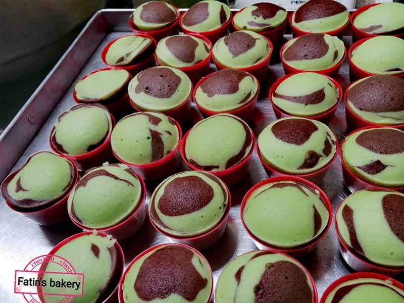 Gebu lembut habis resepi apam pandan coklat ni. Berbaloi anda buat untuk dimakan pada waktu sebegini. Cicah pula dengan kelapa parut,memang berbaloi dibuat.
