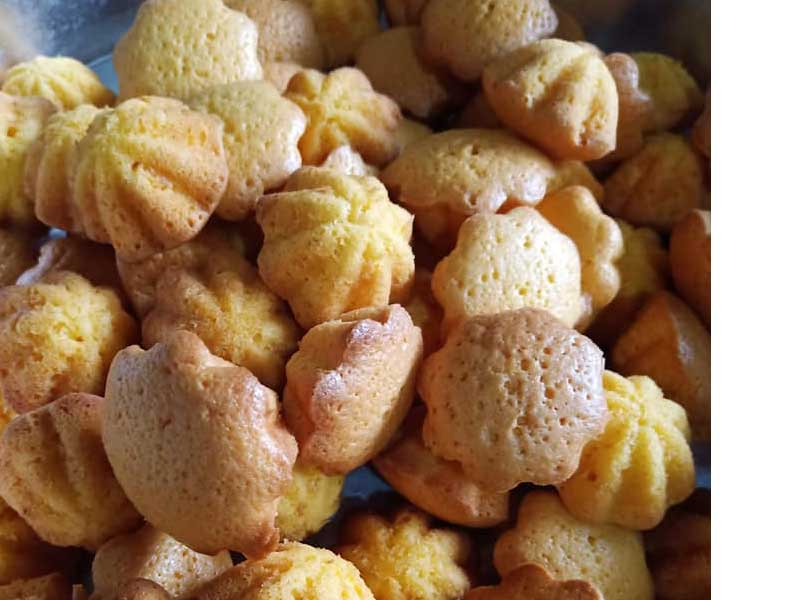 Dengan resepi bahulu comel yang bersaiz kecil-kecil seperti ini, memang sangat berbaloi untuk dibuat. Dahla cantik, makan pun sedap bila baru masak kan.