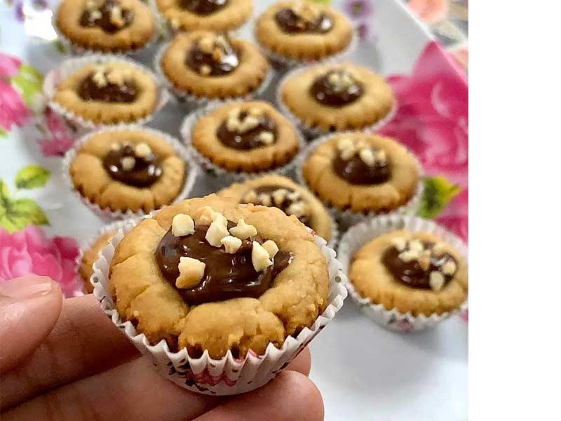 Memang menarik resepi nutella pod ini.Dengan rasa rangup biskut ditambah pula rasa coklat nutella di bahagian tengah.Boleh buat untuk koleksi biskut raya nanti