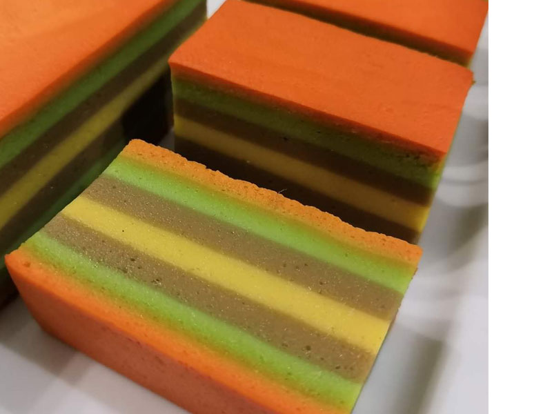 Hari ini kami kongsikan pula resepi puding biskut untuk anda cuba buat. Yang bestnya cantik ada 3-4 lapis puding dalam satu bekas.