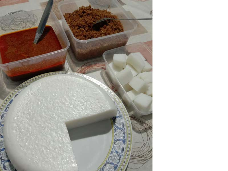 Jom kita tengok resepi nasi impit yang cantik hasilnya. Makan pula dengan kuah kacang dan juga sambal kelapa, memang sedap. Nak sedap lagi, letak 3-4 pucuk sate