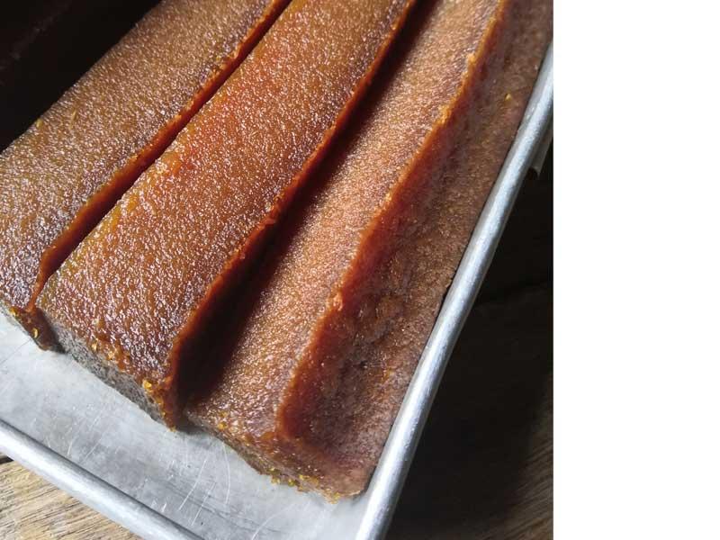 Kami nak kongsikan resipi bengkang ubi kayu bakar yang menggunakan gula merah. Sedap betul lapisan atas yang garing dan lembut pada bahagian dalam