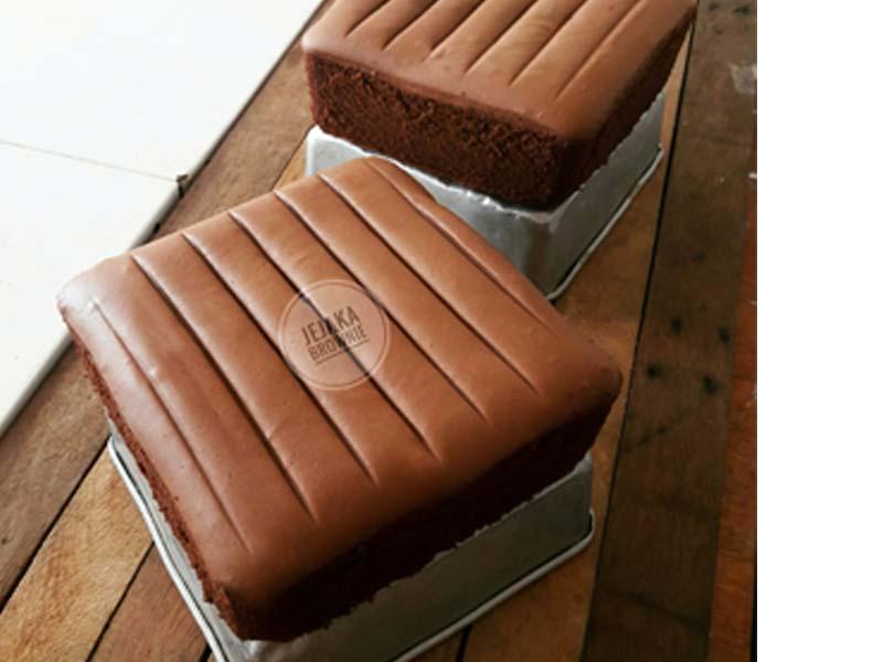 Kalau anda nak buat kek yang sedap, apakata cuba resipi kek span coklat ini. Boleh dibuat untuk dijadikan kek majlis hari jadi, kek pertunangan,