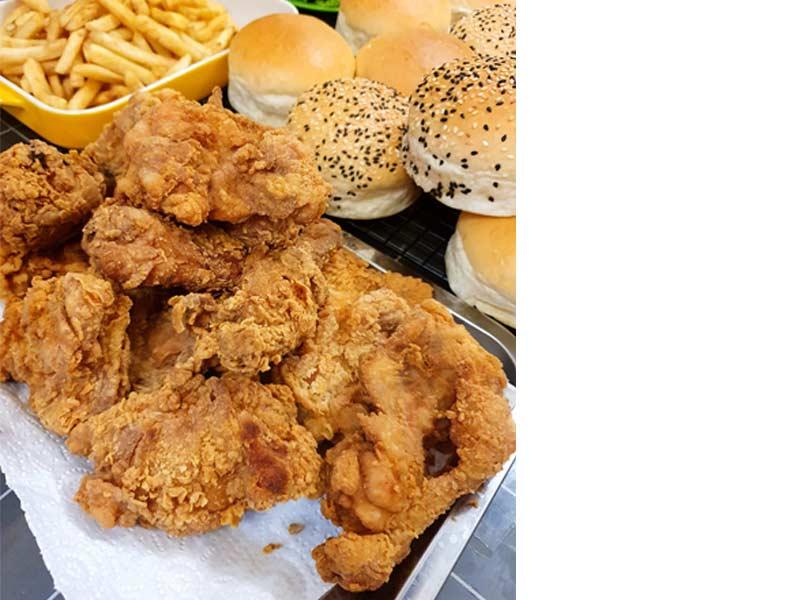 Kalau anda kering idea di musim PKP ni, apa kata cuba resepi burger tarik yang ala-ala burger di fast food terkenal tu untuk hidangan anak-anak .